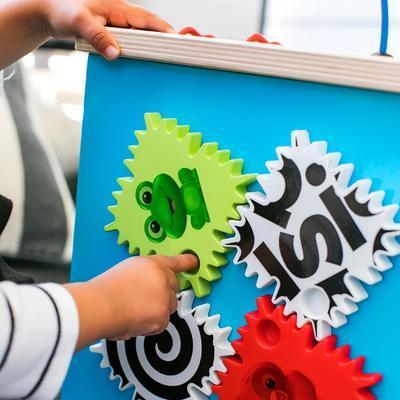 Dřevěná aktivní hračka BABY EINSTEIN Kostka Innovation Station HAPE 12m+ 2020 - 4