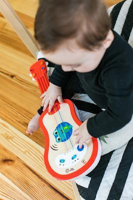 Dřevěná hudební hračka BABY EINSTEIN Ukulele Magic Touch HAPE 12m+ 2020 - 4