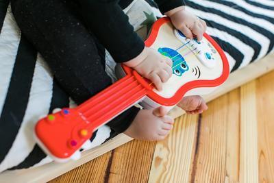 Dřevěná hudební hračka BABY EINSTEIN Ukulele Magic Touch HAPE 12m+ 2020 - 5