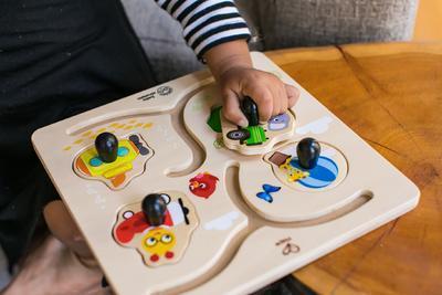 Dřevěná hračka BABY EINSTEIN Puzzle Paths to Adventure HAPE 12m+ 2020 - 7