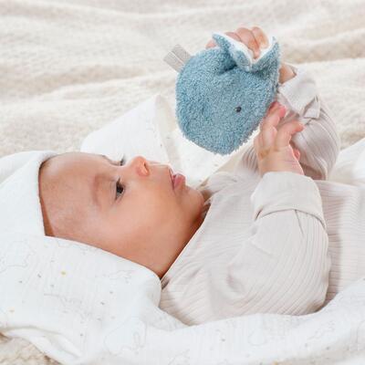 FehnNature BABY FEHN Mušelínová deka s chrastící velrybou 2021 - 7