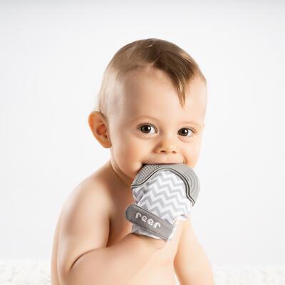 Kousátko masážní rukavice REER 2021 - 7